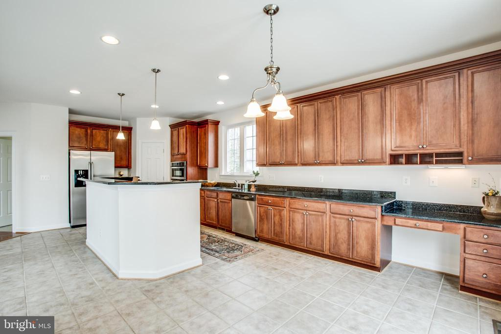 Kitchen has breakfast area and a built in desk - 7911 MADISON PLANTATION WAY, FREDERICKSBURG