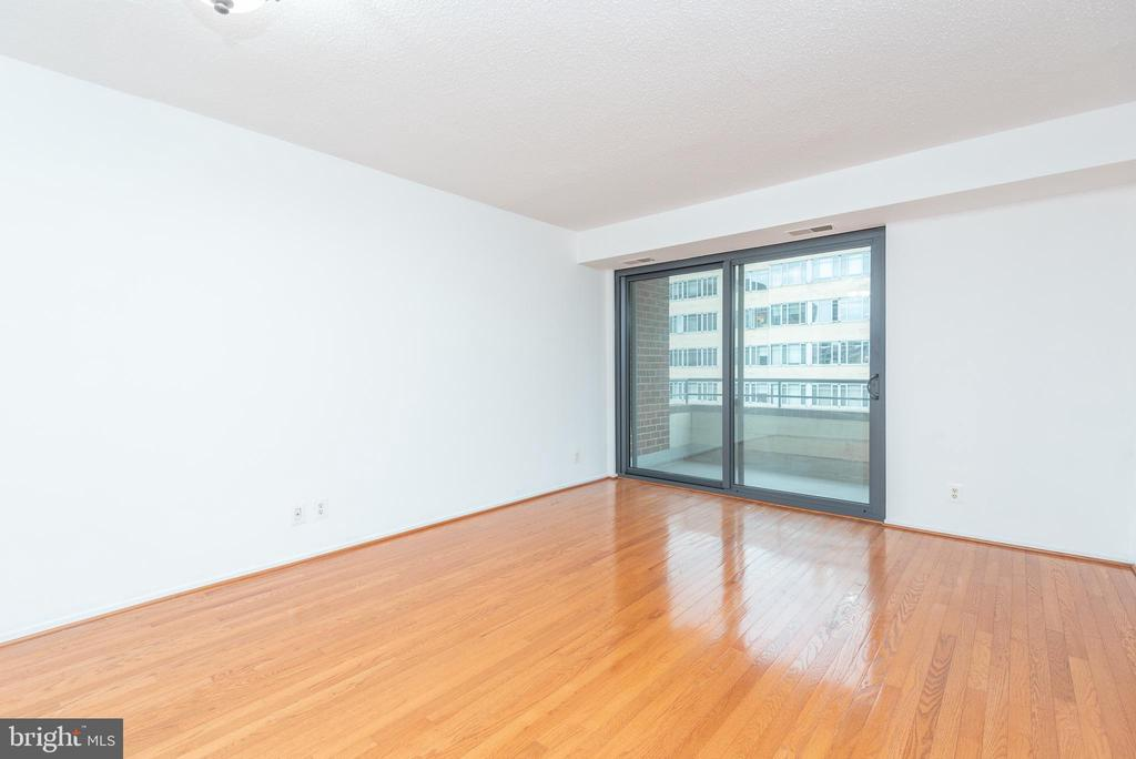 Sun filled open layout - dining / living room - 1401 17TH ST NW #604, WASHINGTON