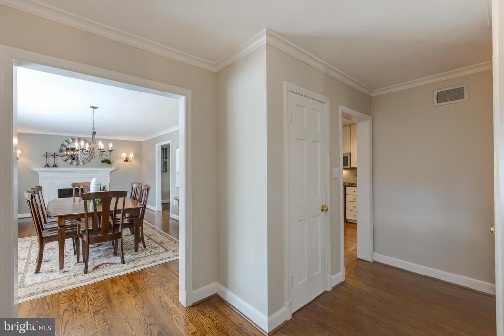 View from front door to dining/living room - 4635 35TH ST N, ARLINGTON