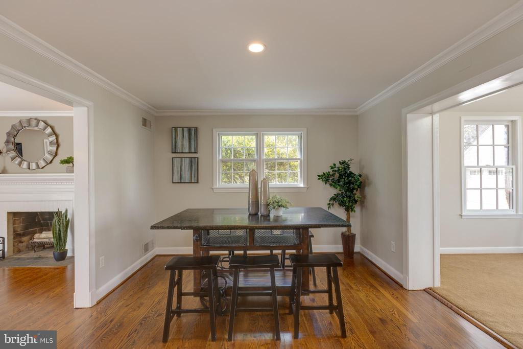 Another view of the casual dining - 4635 35TH ST N, ARLINGTON