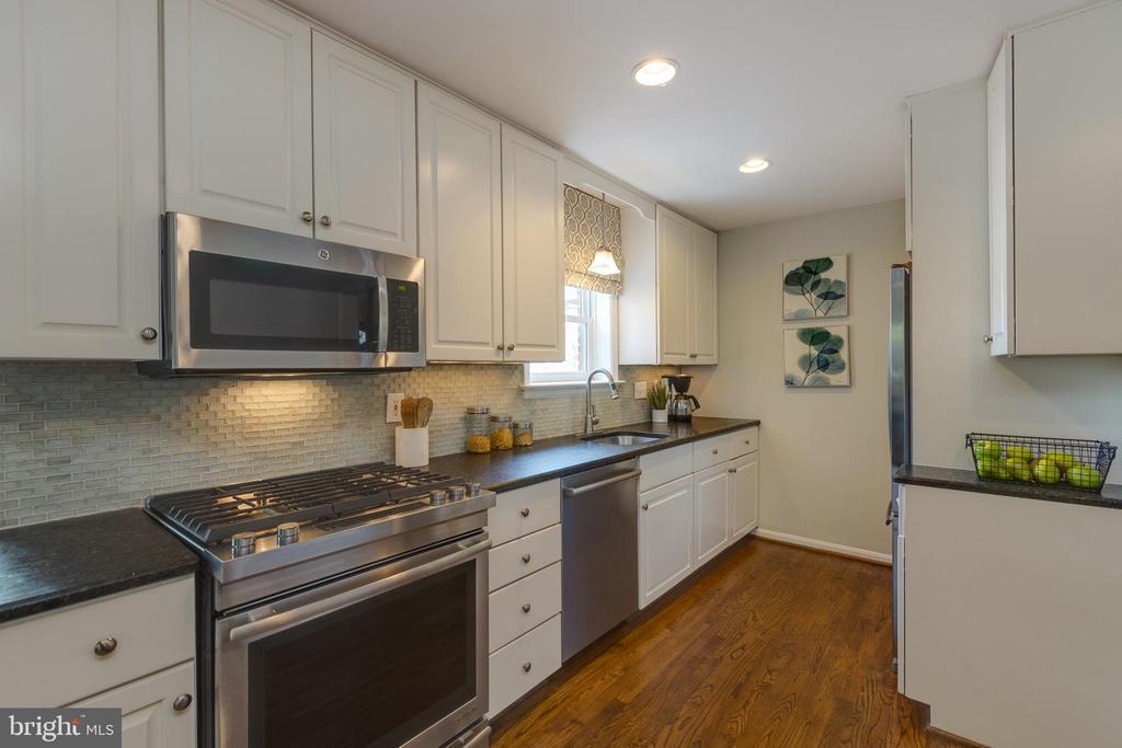 Kitchen - 4635 35TH ST N, ARLINGTON