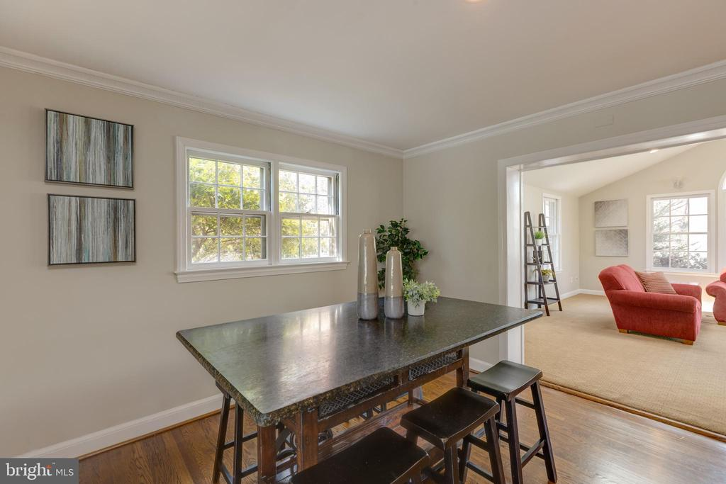 Casual dining off the kitchen - 4635 35TH ST N, ARLINGTON
