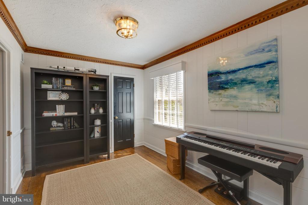 Main level home office or den - 4635 35TH ST N, ARLINGTON