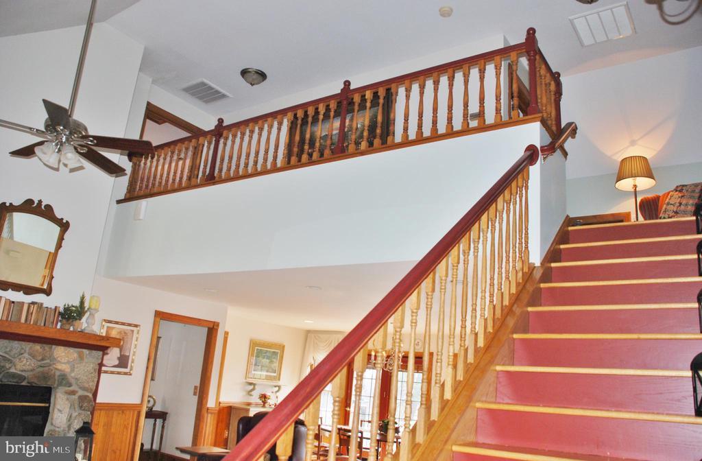 Upper level w/bridge connects 2 bedrooms & bath - 1318 LOCUST GROVE CHURCH RD, ORANGE