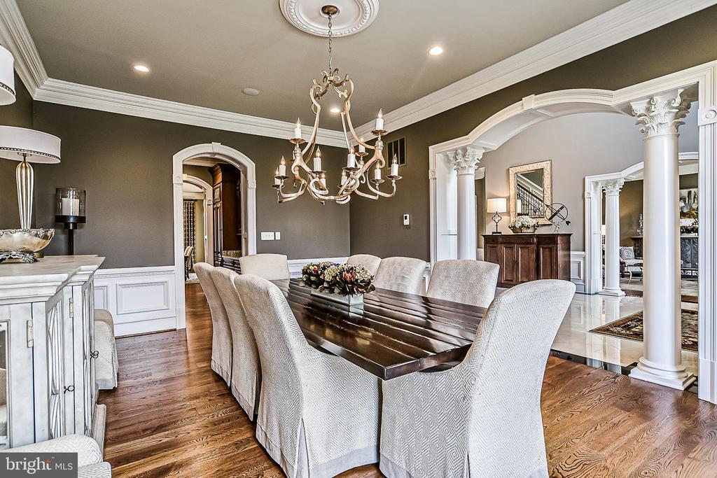 A Stunning Dining Room for Entertaining - 2555 VALE RIDGE CT, OAKTON