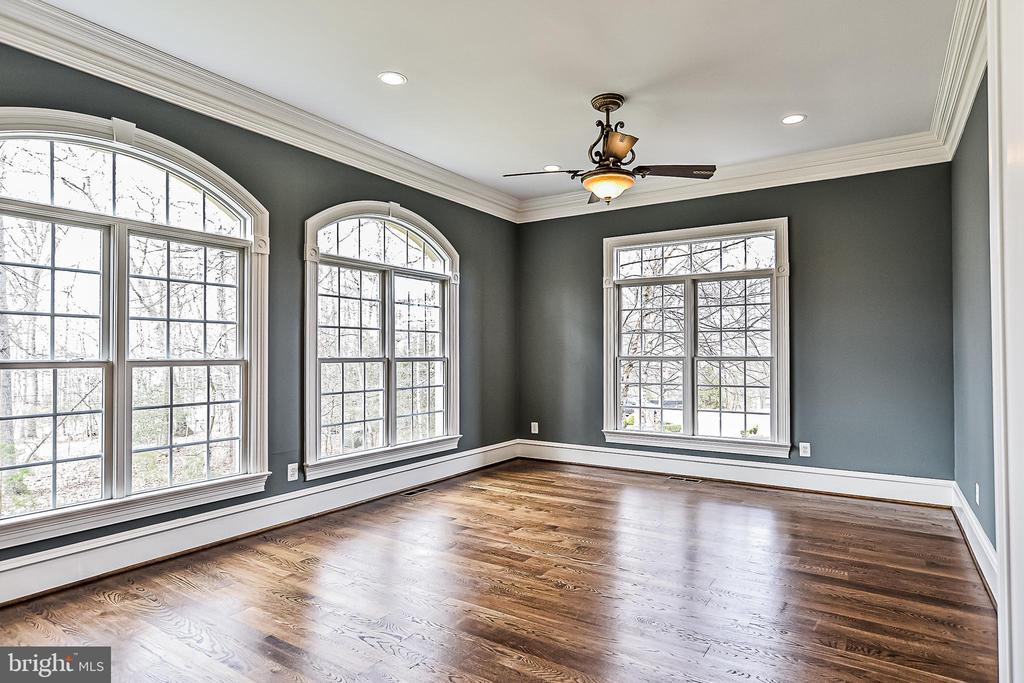 Sunroom with Palladium Windows and Hardwood Floors - 2555 VALE RIDGE CT, OAKTON