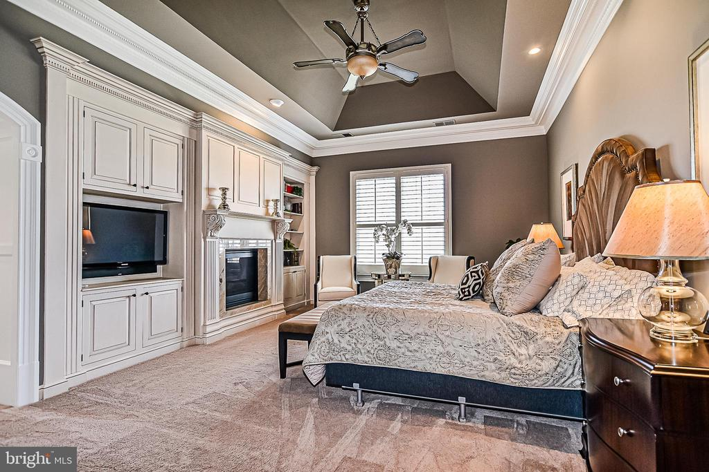 Master Bedroom Suite with plush neutral carpet - 2555 VALE RIDGE CT, OAKTON