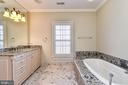 Full Bath En-suite  for Bdrm 3 - 2555 VALE RIDGE CT, OAKTON