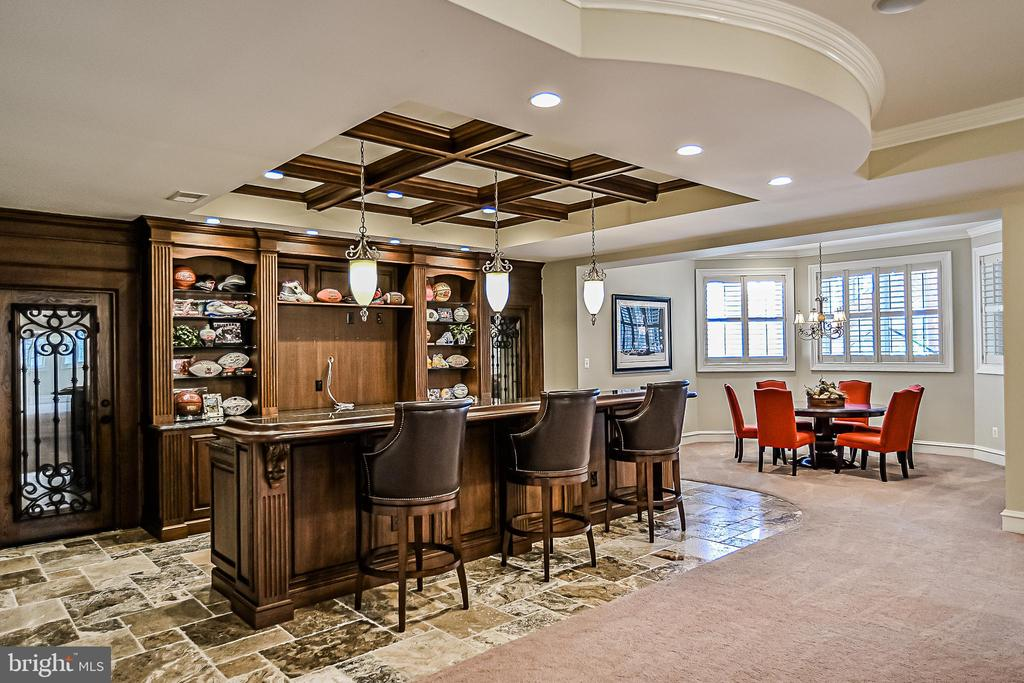 Fully-equipped LL Wet Bar - 2555 VALE RIDGE CT, OAKTON