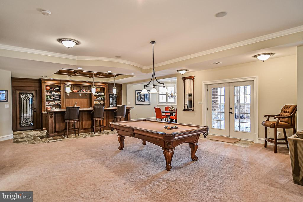 Pool Table & Cues to Convey - 2555 VALE RIDGE CT, OAKTON