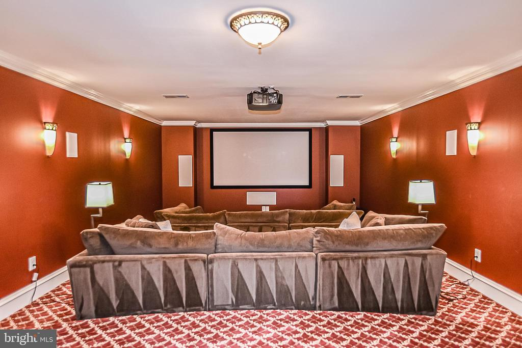 LL Home Theater with Screen & Projector - 2555 VALE RIDGE CT, OAKTON