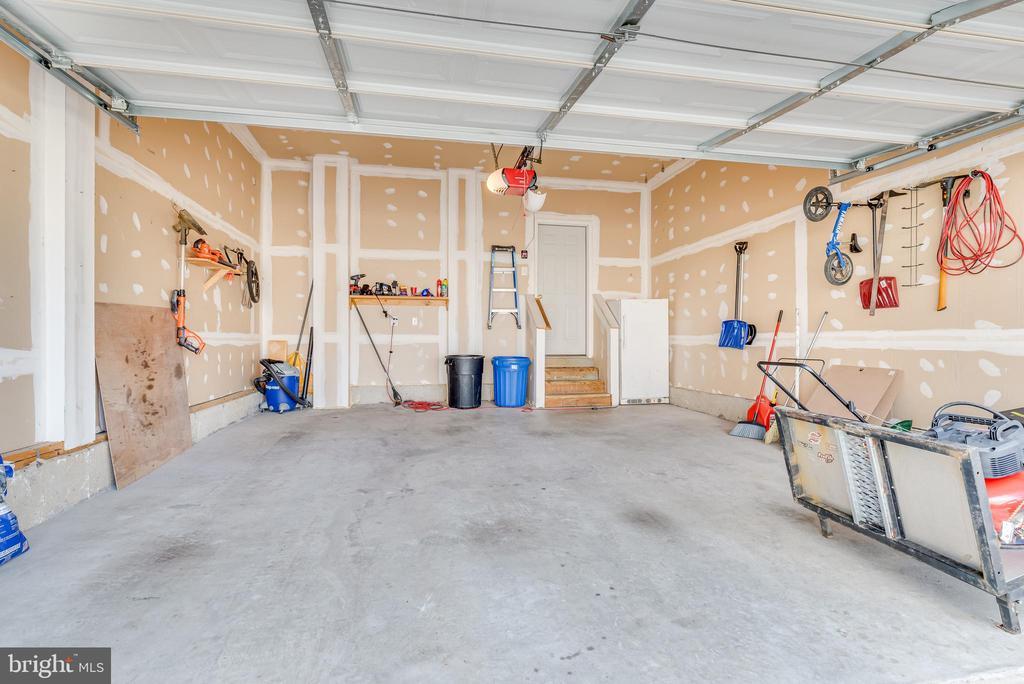 Garage. - 509 RUBENS CIR, MARTINSBURG
