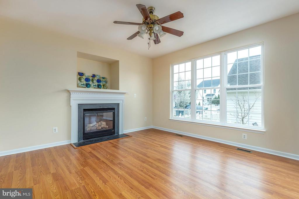 Sunny Family Room - 42571 PELICAN DR, CHANTILLY