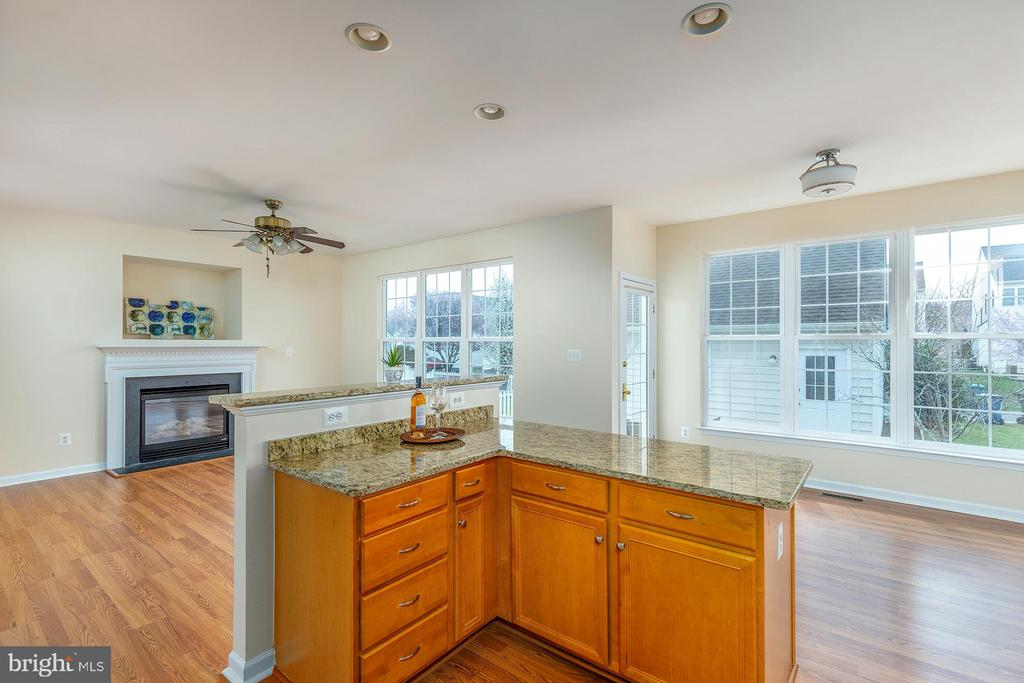 Kitchen, open to Family Room - 42571 PELICAN DR, CHANTILLY