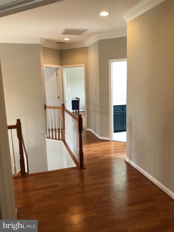 Upper Hallway - 43773 FARMSTEAD DR, LEESBURG