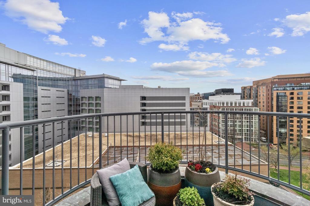 Balcony off living room - 1117 10TH ST NW #W10, WASHINGTON