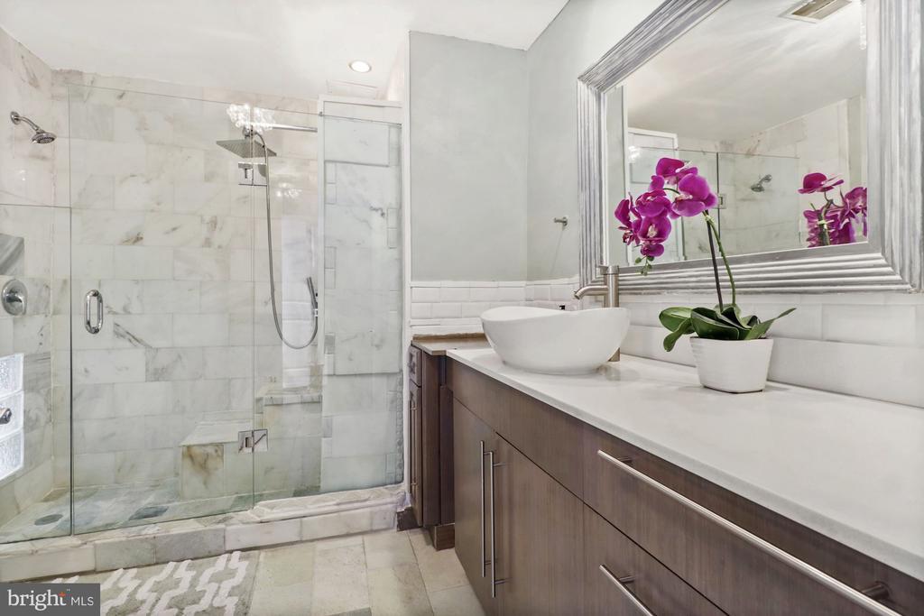 Master bath, glass shower - 1117 10TH ST NW #W10, WASHINGTON