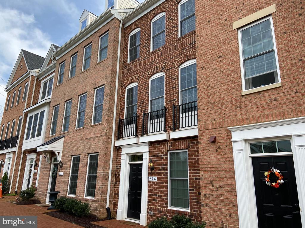 Built in 2017, everything here is still brand new! - 416 HAUPT SQ SE, LEESBURG