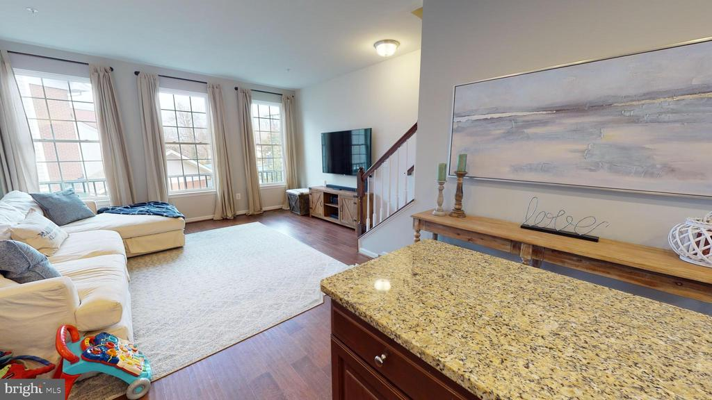 Bright open concept floor plan - 416 HAUPT SQ SE, LEESBURG