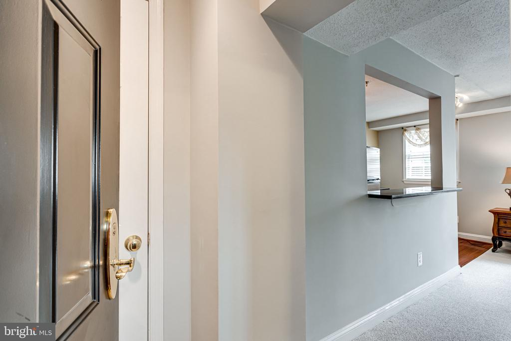 Enter the immaculately maintained 1BR, 1Ba - 1251 EAST ABINGDON DR, #1103, ALEXANDRIA