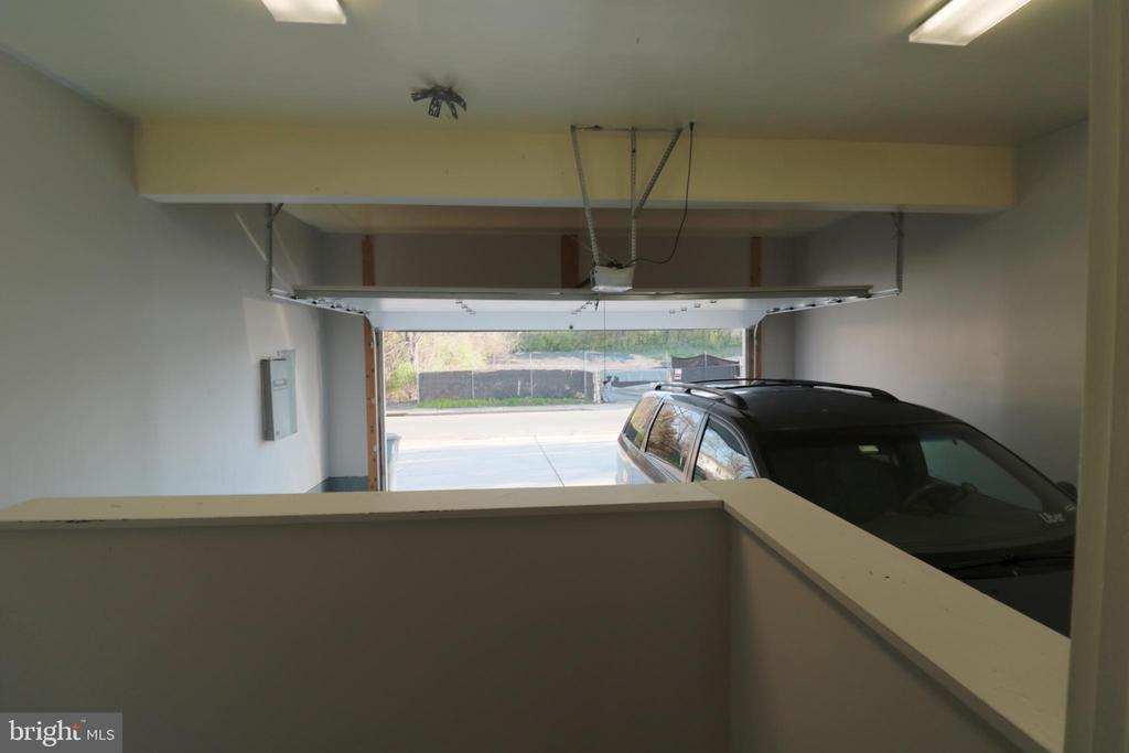 Garage - 5717 KOLB ST, FAIRMOUNT HEIGHTS