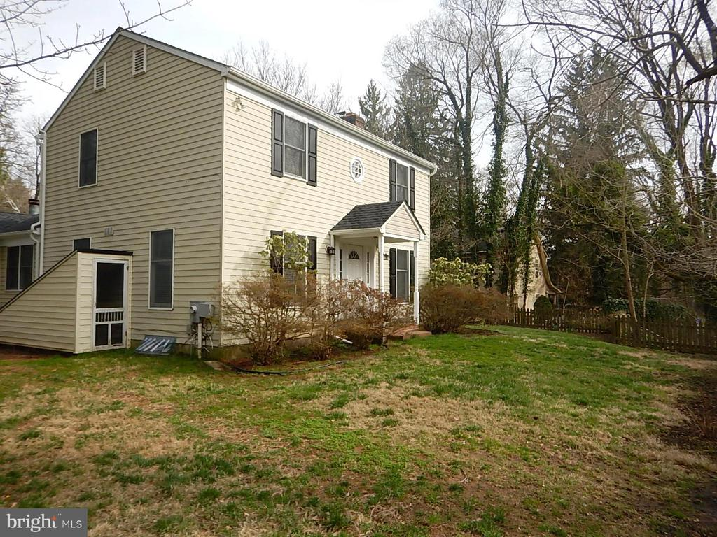 Fenced yard, patio is on other side of home - 1510 BOYCE AVE, TOWSON