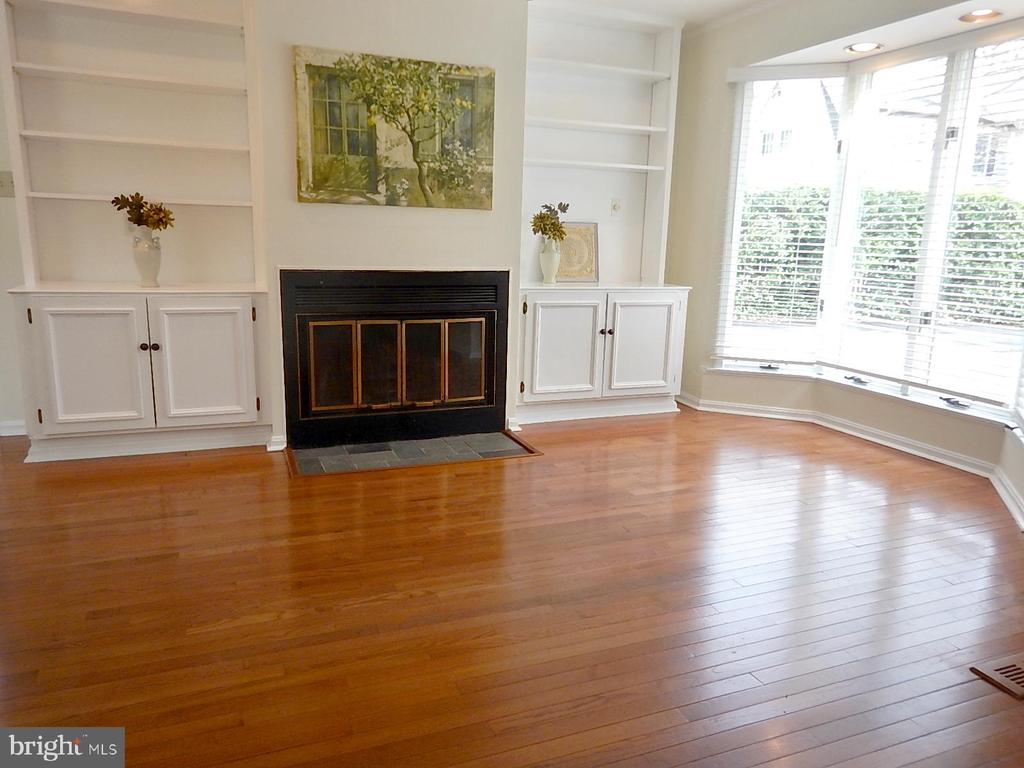 1st floor family room, built-in cabinet, fireplace - 1510 BOYCE AVE, TOWSON