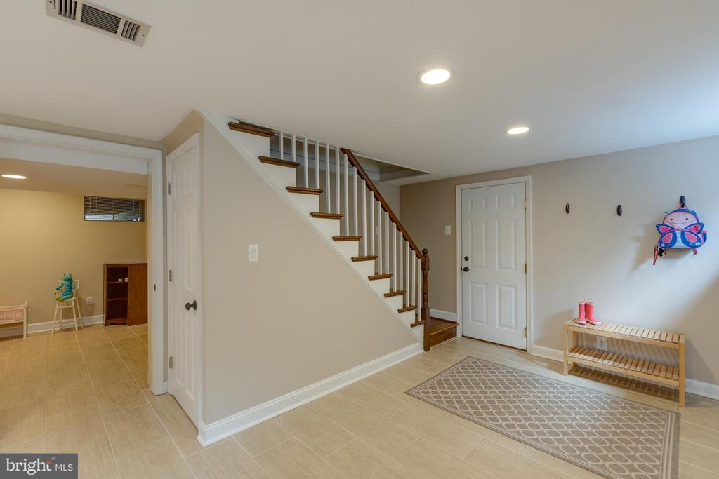 Staircase to lower level and garage entry - 4635 35TH ST N, ARLINGTON