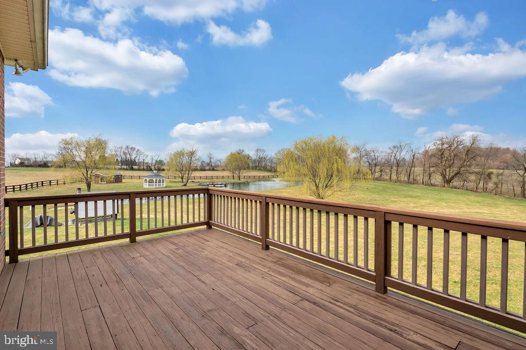 Private Master Deck - 39032 FRY FARM RD, LOVETTSVILLE