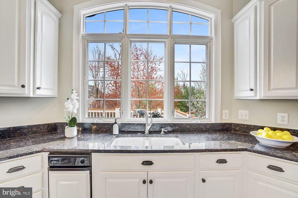 Bright Sunny Kitchen - 18777 UPPER MEADOW DR, LEESBURG
