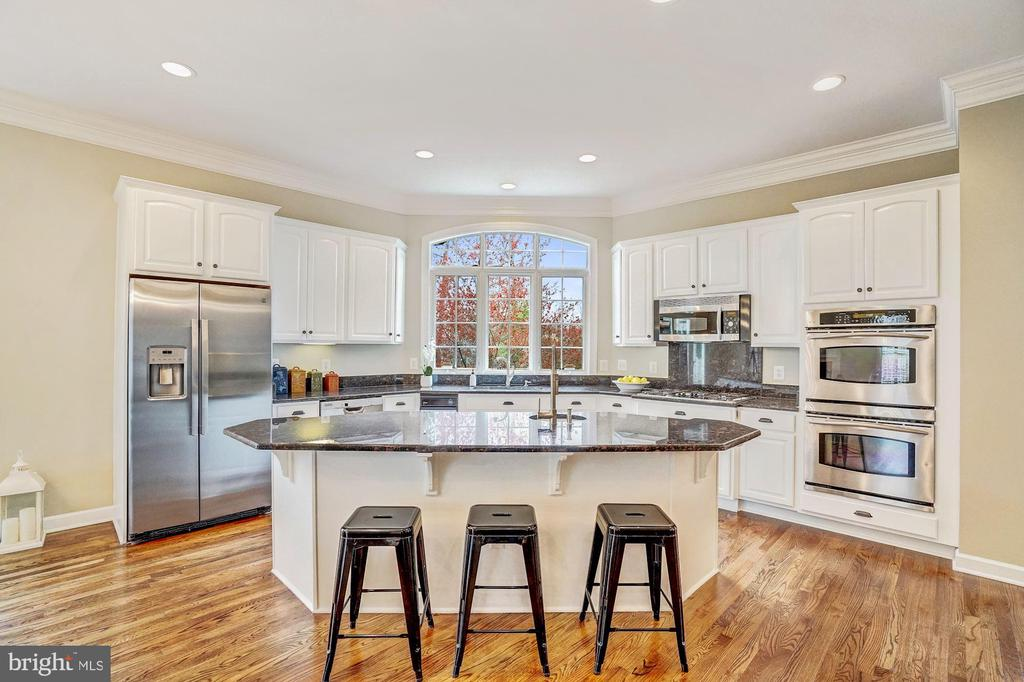 Spacious Eat-In Kitchen Area w/SS Appliances - 18777 UPPER MEADOW DR, LEESBURG