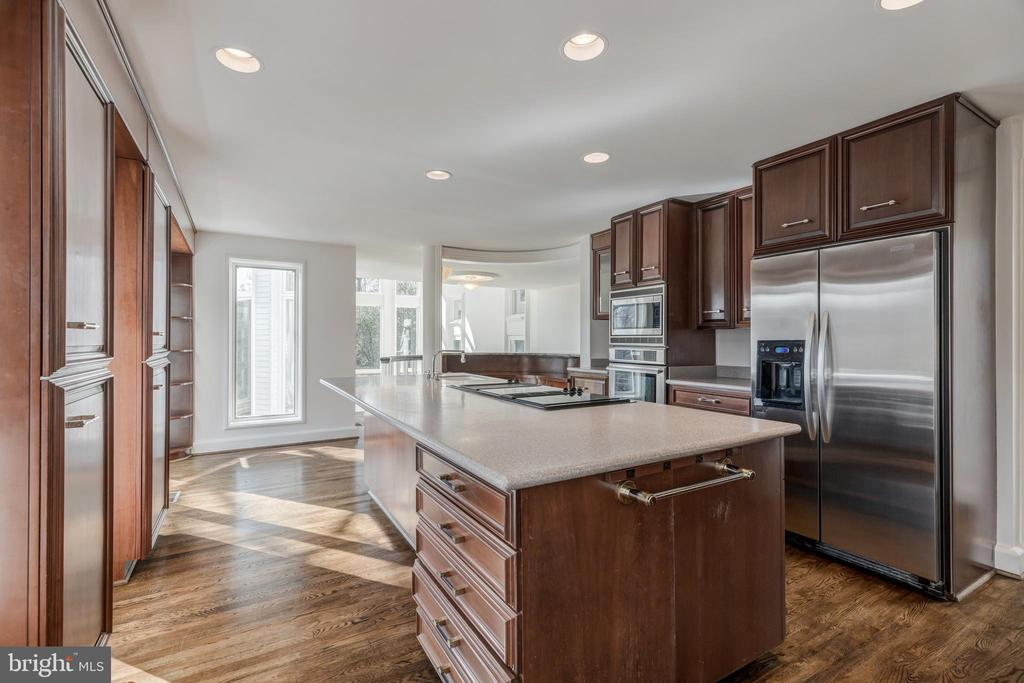 Kitchen - 1371 KIRBY RD, MCLEAN