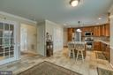 Bright and airy kitchen and breakfast area - 102 NORTHAMPTON BLVD, STAFFORD