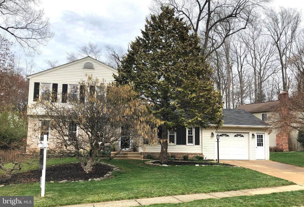 Huge chef's kitchen, 4BR,2.5baths, immaculate! - 5917 CROSSIN CT, BURKE