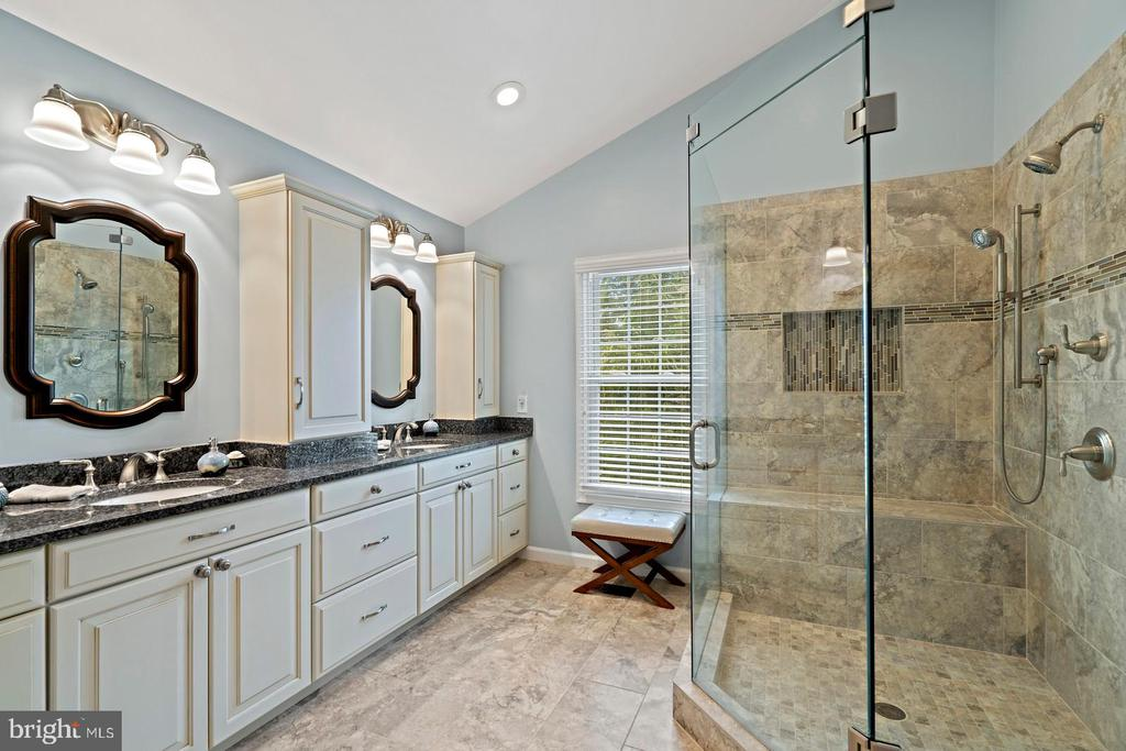 Renovated Owners Bath with Large Shower & Vanity - 201 STONELEDGE PL NE, LEESBURG