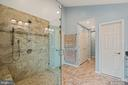 Owners Bathroom with Walk-In & Linen Closet - 201 STONELEDGE PL NE, LEESBURG