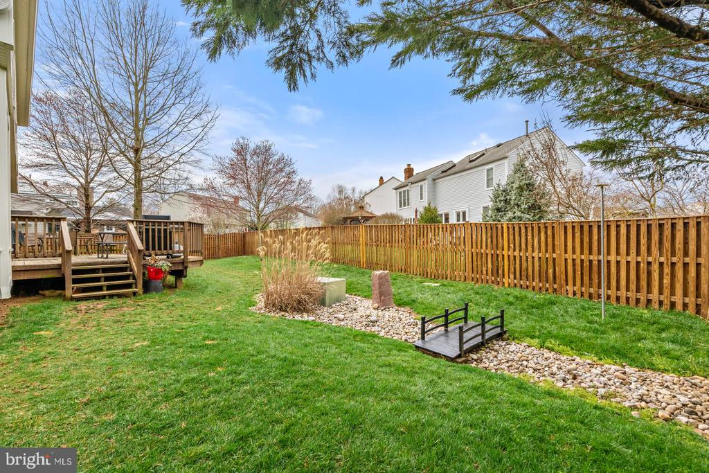 Spacious Fenced Back Yard - 201 STONELEDGE PL NE, LEESBURG