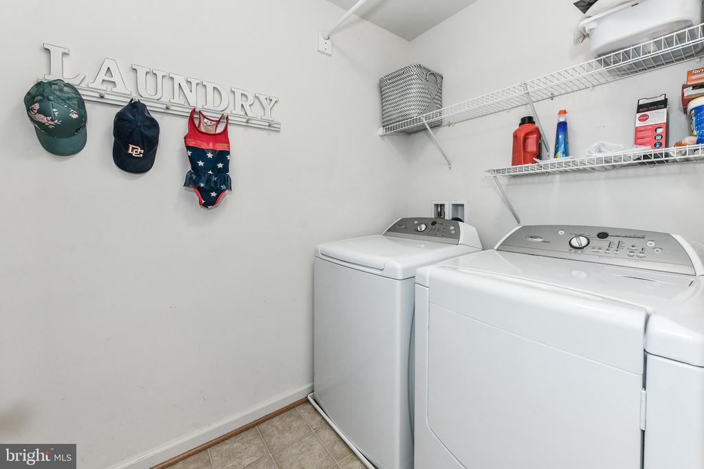 Laundry room on Upper Level! - 25974 KIMBERLY ROSE DR, CHANTILLY