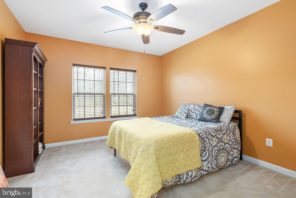 Main Floor Bedroom - 31 LIBERTY KNOLLS DR, STAFFORD