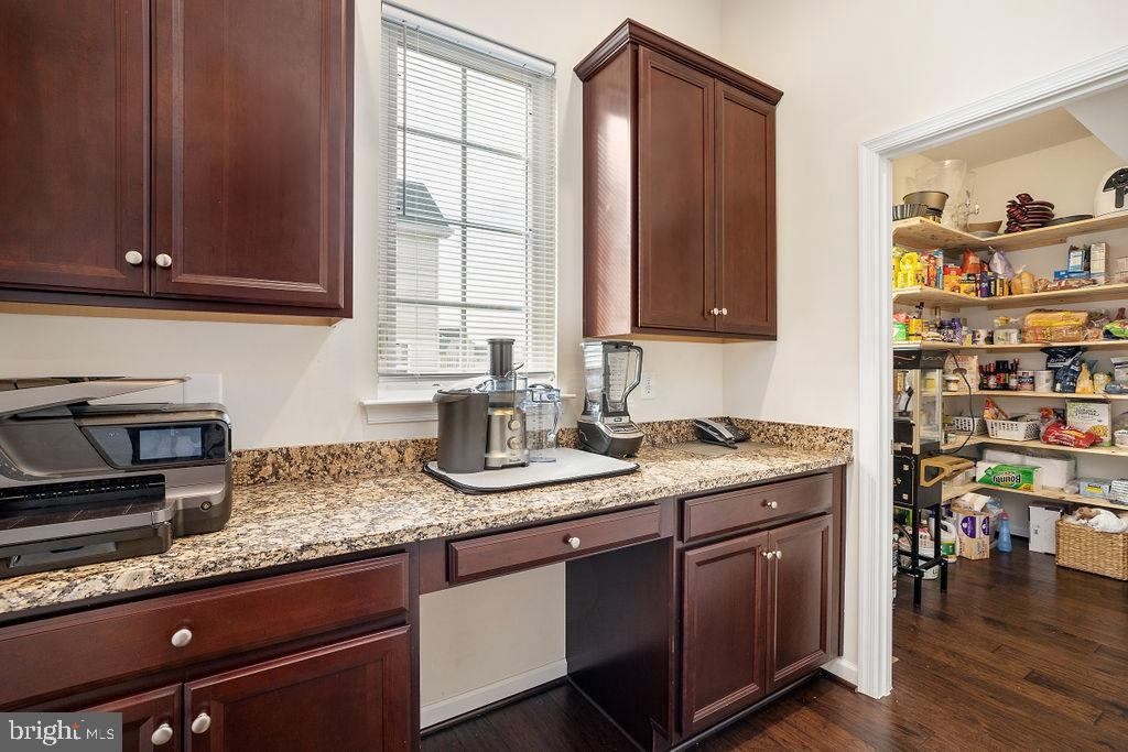 walk in pantry - 31 LIBERTY KNOLLS DR, STAFFORD