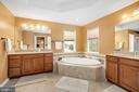Luxurious bath - 31 LIBERTY KNOLLS DR, STAFFORD