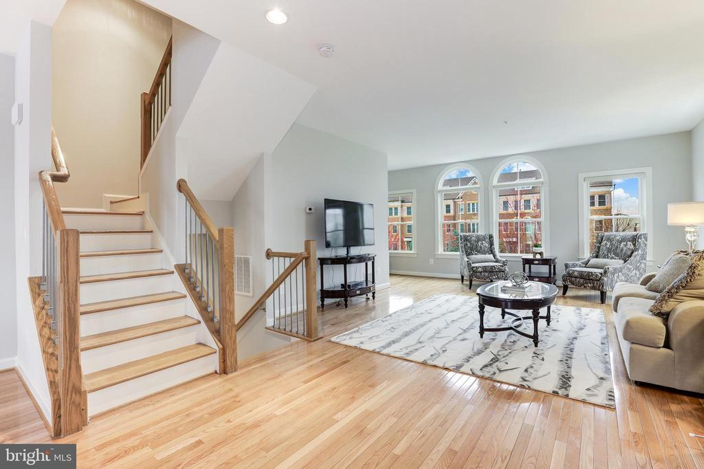 - 44715 PLYMPTON SQ, ASHBURN