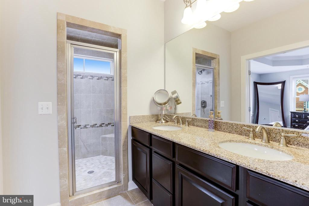 En suite master bath - 44715 PLYMPTON SQ, ASHBURN
