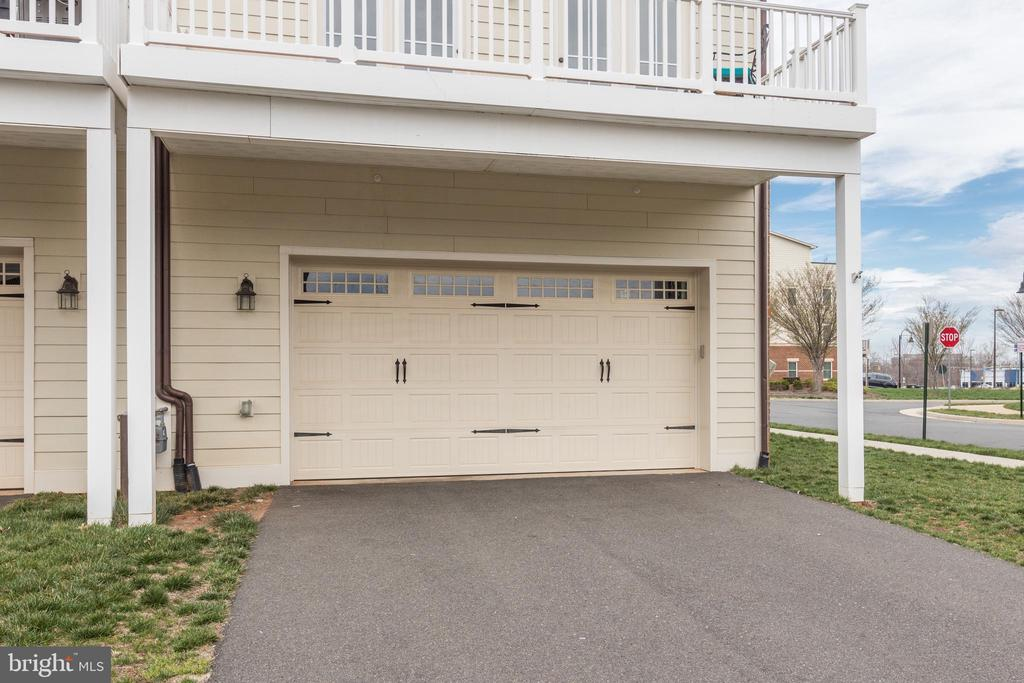 Spacious 2-car garage on lower level - 44715 PLYMPTON SQ, ASHBURN