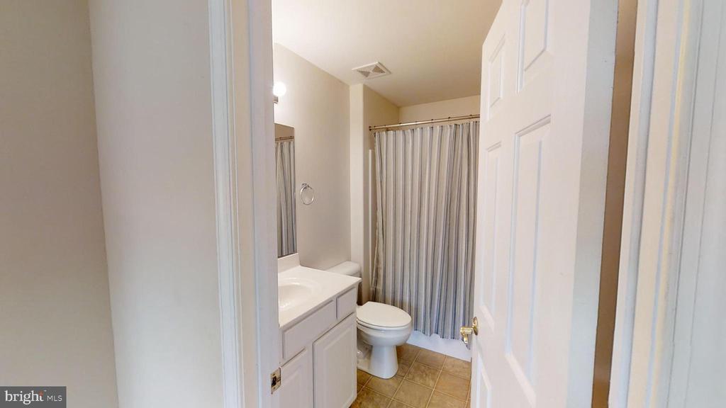Upstairs Bathroom - 24186 LANDS END DR, ORANGE