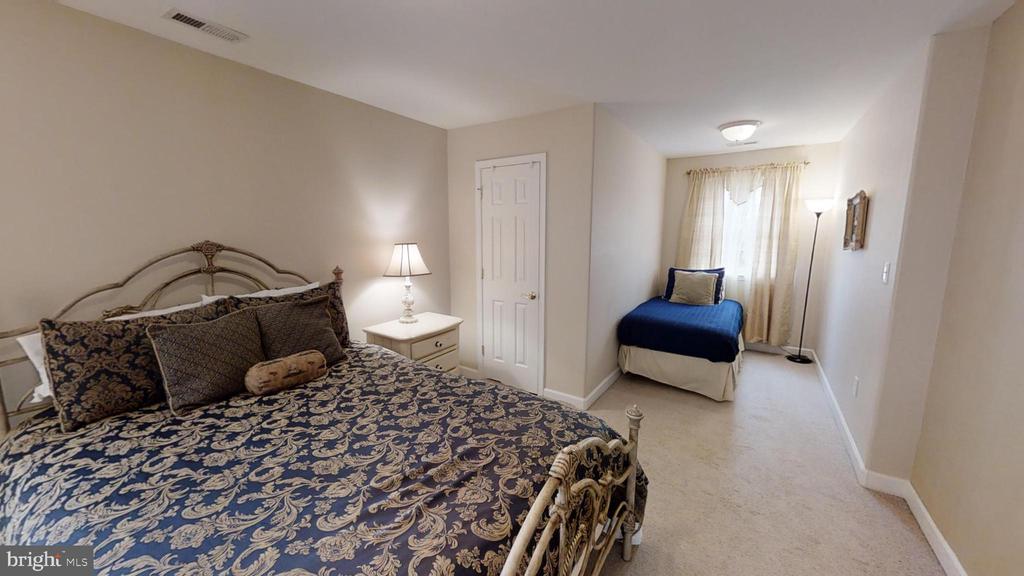 2nd Upstairs Bedroom - 24186 LANDS END DR, ORANGE