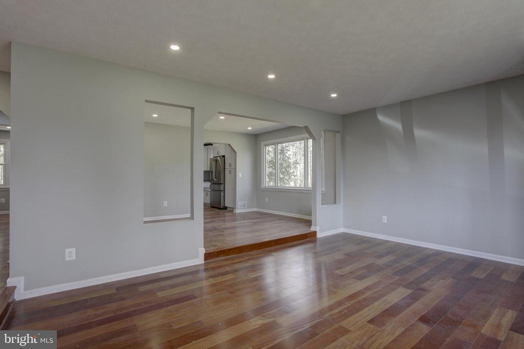 Recessed Lights &  Arched Door to the Dining Room - 1430 AQUIA DR, STAFFORD