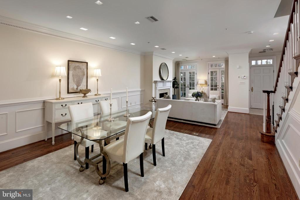 Gracious open DR and LR for entertaining - 19 WILKES ST, ALEXANDRIA