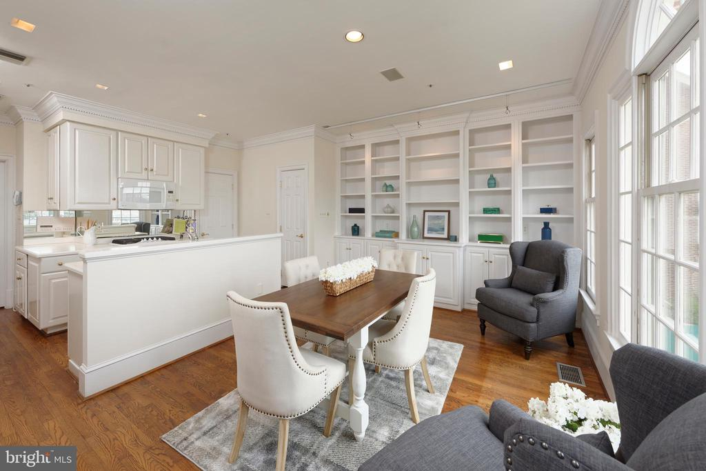 Open concept kitchen & family room, steps from DR - 19 WILKES ST, ALEXANDRIA