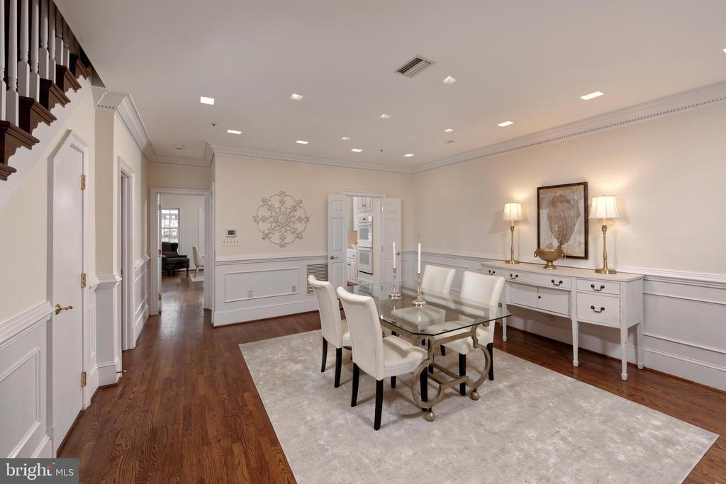 Lovely hardwood floors flow throughout this level - 19 WILKES ST, ALEXANDRIA